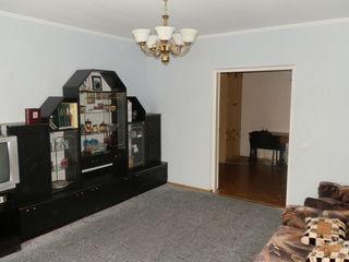 Apartament cu 3 odai, seria 143, dotat cu incalzire autonoma 26 000 euro!