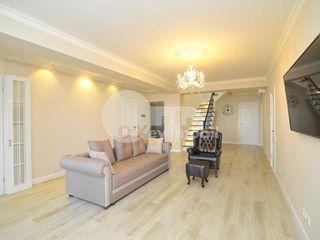 Penthouse de lux, 5 dormitoare + living, 205 mp, reparație calitativă, Centru  250000 €