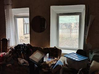 Vând casă n centru cu garaj și lot pentru buruene