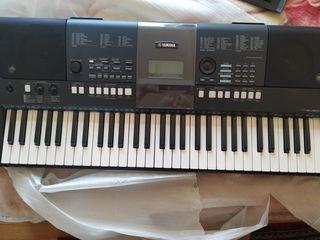 Продаю синтезатор Yamaha E 423