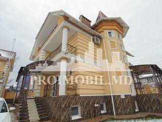 Casă - 3 nivele, 360mp, 7 ari + 2 garajuri, saună, jakuzzi, bazin - Botanica!