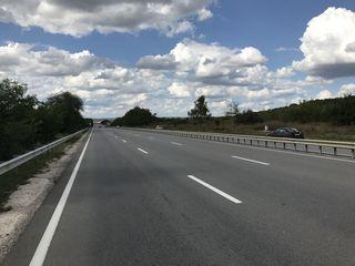 2ha de pamint amplasate in prima linie la sosea Chisinau-Orhei linga Stauceni si Gratiesti,km.11