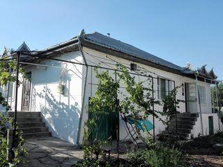 1-этажный дом на 9,26 сотках в г. Яловень по ул. Энтузиастов. Цена: 55 000 евро.