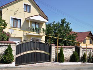 Casa , Cricova -centru , 220m2 , este tot - 115000 Euro