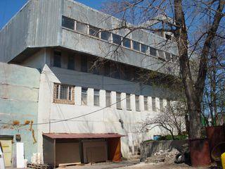 Здание у дороги+10соток земли  ул.Заводская 188 цена 123€ квадратный метр
