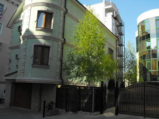 Здание продажа 360м Центр 1сотка земли