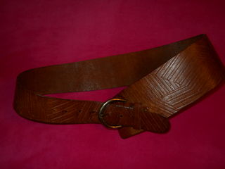 продам винтажный ремень с натуральной кожи длина: 1 метр 05 см.за 70 лей.