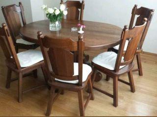 Masa cu 6 scaune in stare foarte buna,160x110.