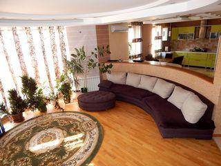 Schimb pe apartament + $ =Casa moderna, situata in loc central dar linistit.