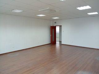 Ofer in arenda 121,3 mp de oficii