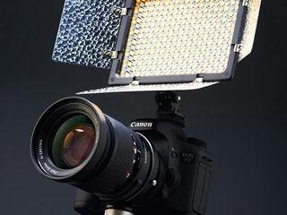Профессиональный накамерный осветитель Yongnuo.