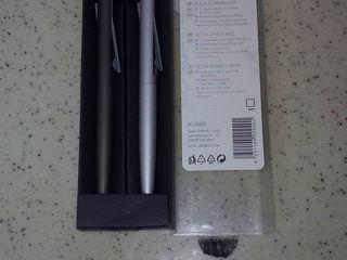 Новые стильные ручки и ежедневник.