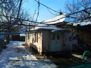 Продается дом 42 кв.м. с автономным отоплением, санузлом + времянка 12 кв.м. Есть газ, центральный в