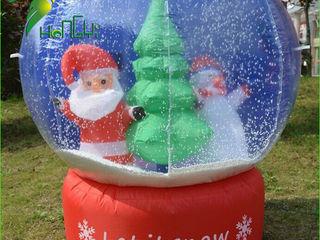 Дед мороз в шаре надувной со снежинками