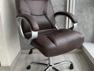 Офисные кресла коричневого цвета премиум класса
