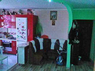 Se vinde  apartament  cu 2 odai in Varzaresti