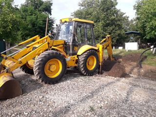 Tractor-excavator-transee/apa,gaz,canalizare,cablu