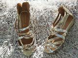 пары обуви для маленьких принцесс.Одевала девочка два раза,но не подходит размер