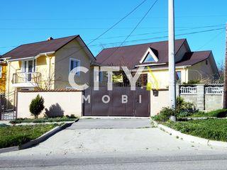 Продаётся дом, Яловены, Центр 12 соток