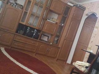 Se vinde apartament 2 odai or. Floresti