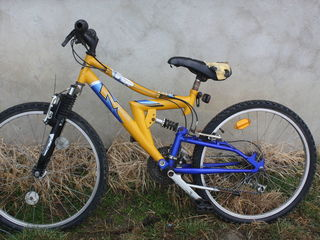 Vind bicicleta buna urgent