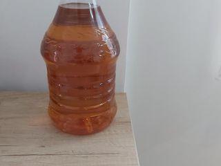 Vindem ulei de floarea soarelui nerafinat.