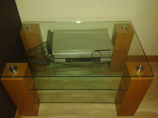 Журнальный столик, можно под телевизор и  технику-,размер 0,90 -0,60 метра  3100 лей