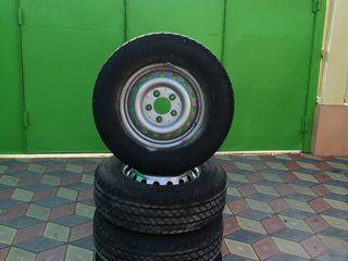 4 scaturi cu discuri 225 70 15C Mercedes Sprinter Recent aduse scaturile sint in stare noua discuri