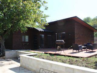 Casa din lemn cu terasa pentru odihna cu familia/zile de nastere.