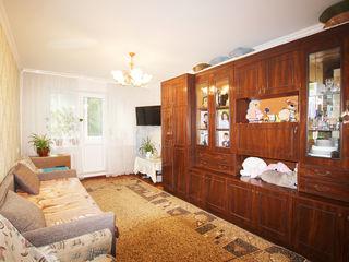 Spre Vanzare apartament cu 2 camere, etajul 3/5 mijloc.Euroreparatie,Mobilat. Str Alba Iulia/ Paris!