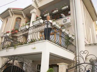 Casa, in centru cu 3 nivele, ET. 3 (se inchiriaza)