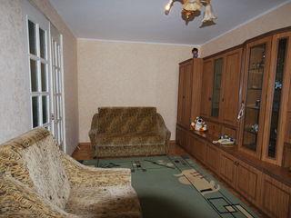 1-комн. квартира 36м2 на Буюканах, ул. Парис! 2 этаж,середина!