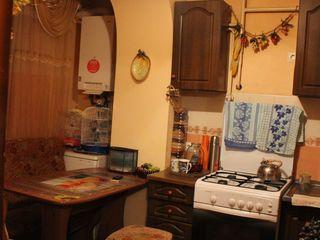 Продается просторная 4х комнатная квартира в хорошем районе. Возможен обмен на квартиру!!!