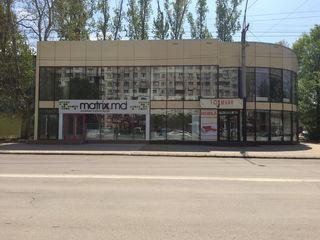Сдается 2 этажное торговое помещение по улице Штефан чел Маре 5! 2 отдельных входа на 1 и 2 этаж!