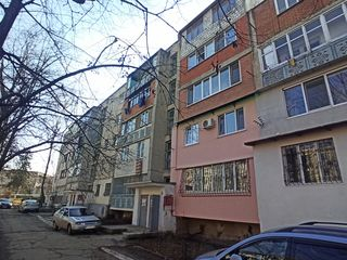 Г.Мадан, 1-комнатная, 102 серия, котельцовый дом, 2/5 этаж, 2 балкона! Супер планировка!