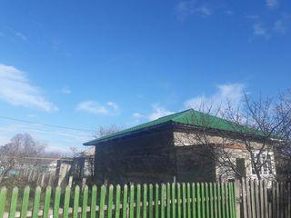 Casa acoperita cu tigla metalica