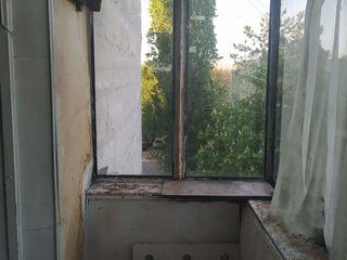 Продается 1 комната с балконом в общежитии. 24 кв.м.