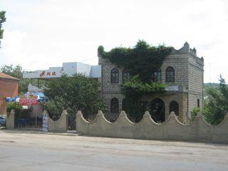 Чадыр-Лунга - 2-хэтажный дом с магазином и террасой