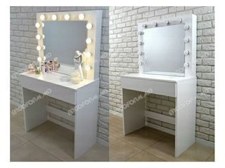 Masa make-up. Oglinda cu becuri. Masuta de toaleta cu oglinda