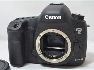Canon 5D Mark iii + Obiectiv 24-70 mm f2.8L USM