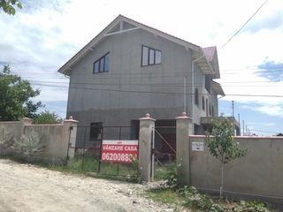 Casa 270mp+10 ari la preț avantajos, Cruzești!