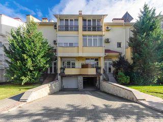 Sculeni, str. Ghidighici, casă de clasa premium, 350 m.p,  teren de 6,5 ari, 329 000€