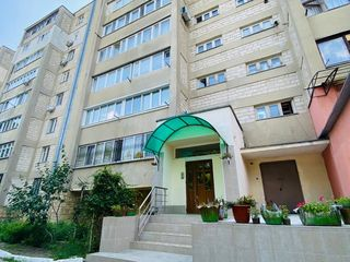 Centru! Apartament cu 5 odai, euroreparatie, mobila, parcare privata, 136 m.p.! 110 000 €