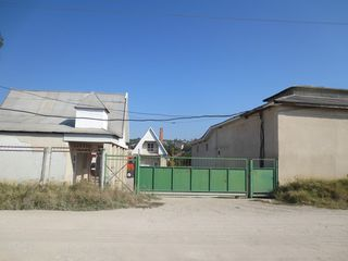 Construcție de producere cu oficii, depozi și teren aferent. Vinzare sau chirie totala sau partiala.