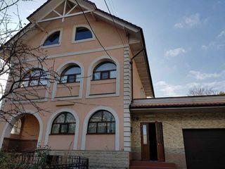Centru istoric al capitalei ! Chirie casa cu 3 nivele