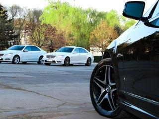 Mercedes-Benz albe/negre (белые/черные) cu șofer (с водителем)