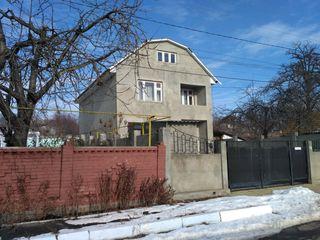 Dobruja (suburbia apropiată a Chișinăului). Casă cu 2 nivele cu suprafața totală 120 m.p. Reparaţie.