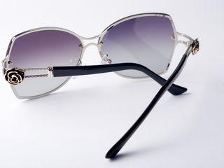 Женские очки Chanel - одна пара.