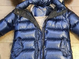 Продам зимнюю итальянскую куртку на девочку 9-10 лет.