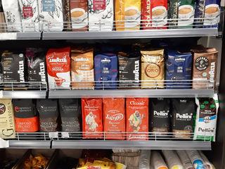 Cafea boabe, măcinată și capsule în sortiment